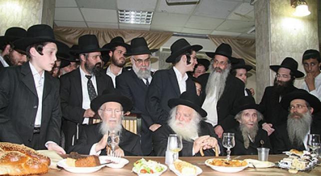 גדולי ישראל לצד נכדם. צילום: יהודה פרקוביץ´
